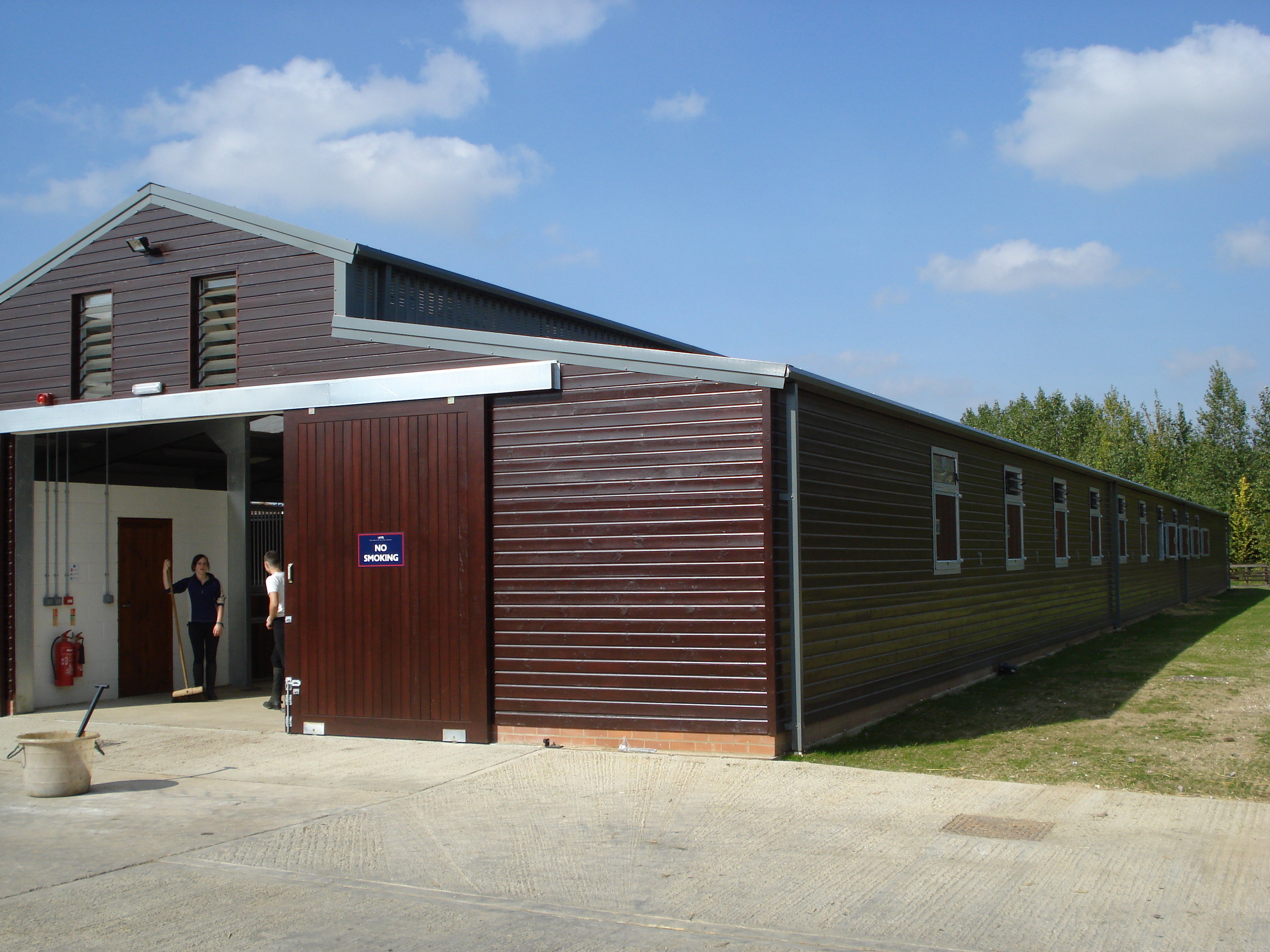 Horse stable designs racing stables equestrian